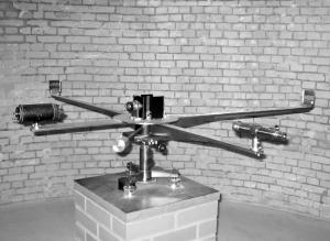 p25_Michelson_1881_Interferometer_BW